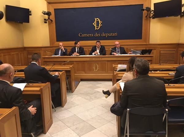 Scuole, Stronati «Si rischia L'ILVA dei servizi: 5.000 esuberi addetti alle pulizie»